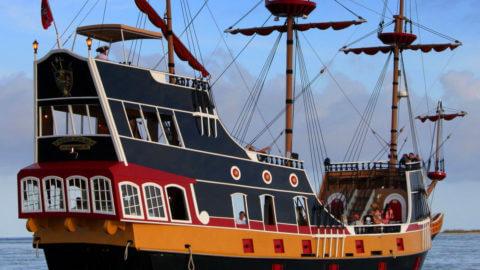 Black Raven Pirate Ship