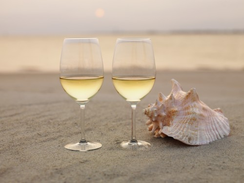 wine_glasses_and_shell_on_beach-e1411590092959